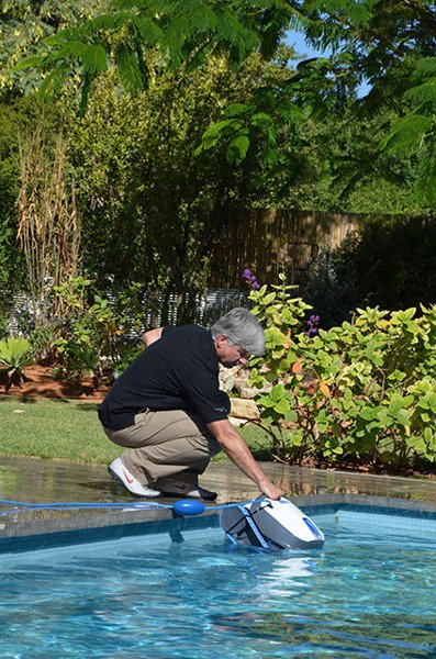 Residential Pool Cleaning : Dolphin s residential pool cleaning robots roboty